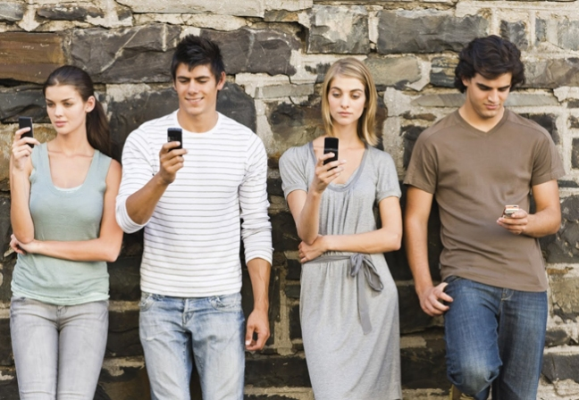 People-and-Mobile-Phones2